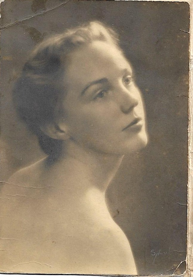 Jean Stafford in her 20s glamorous photo